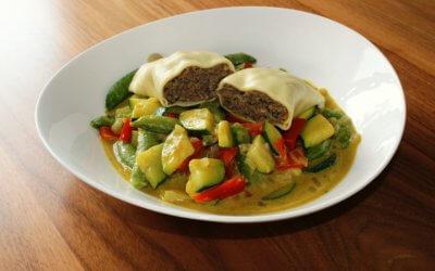 Gemüse-Curry-Topf mit Teigtaschen