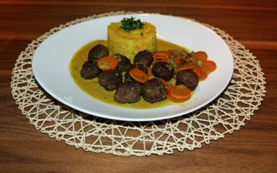 Hackbällchen in Möhren-Curry-Soße