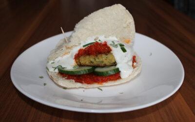 Orienttaler mit Salsa in Pita-Taschen